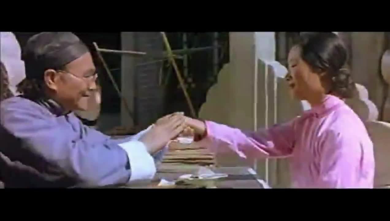 #经典看电影#算命先生偷吃女孩豆腐,小偷看不下去了戏耍他