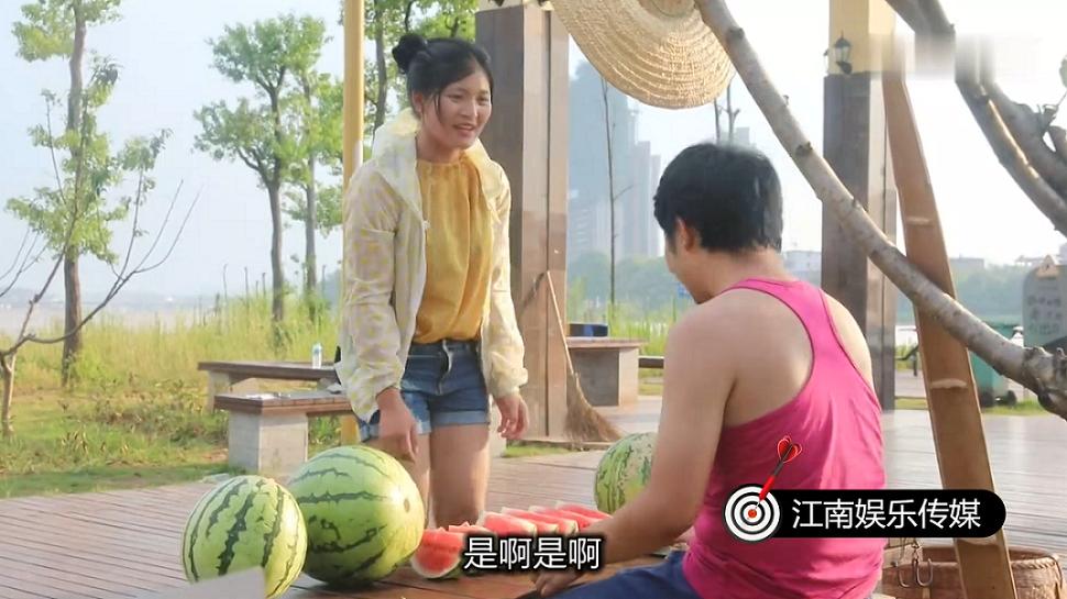 #搞笑趣事#农村小伙的西瓜按勺卖,碰到这个客户,结果被坑惨了