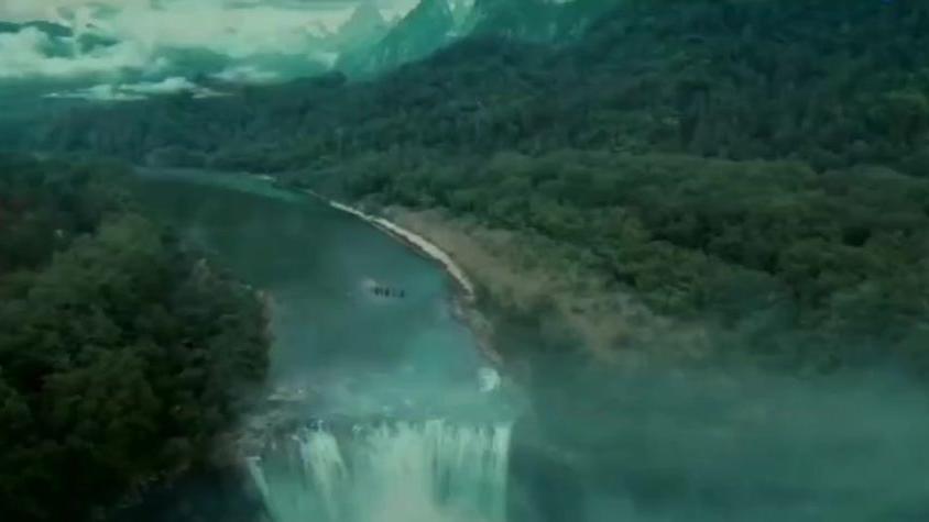 丹霞紫薇洞,月桂遮尘风,九天云霄处,仙宫映境中《怒晴湘西》