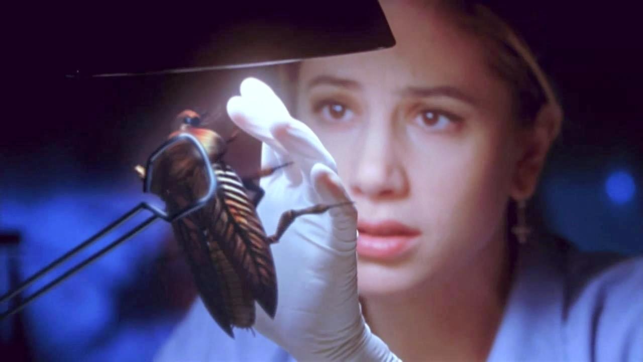 #经典看电影#3年前人类改变了蟑螂基因,3年后,它神秘进化成为人形怪物!