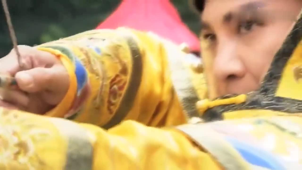 #经典看电影#皇上打猎遇上猛虎!关键时刻幸好女神丢了一块石头救命!