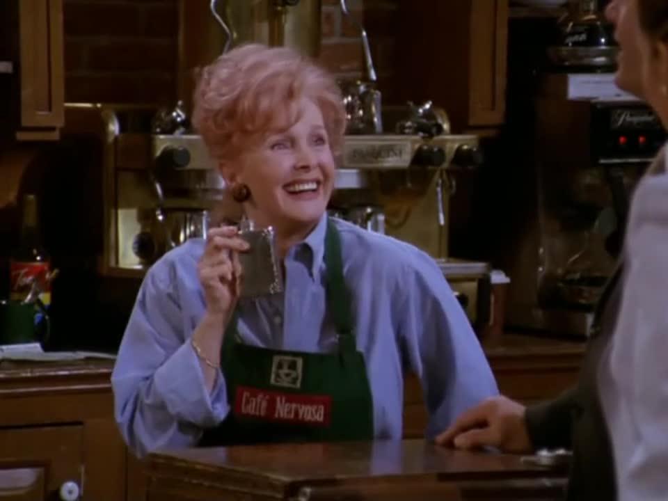 男子与女子进入酒馆,随后点了一杯饮料,服务员竟然这样询问
