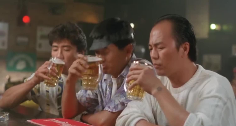 #追剧不能停#周润发狄龙两位大哥合作,是兄弟就喝一杯!