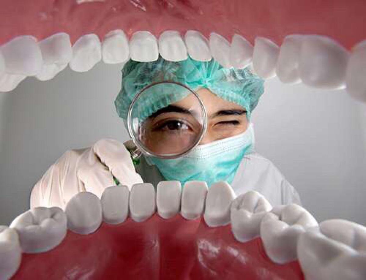 老感觉喉咙有异物,还有消不掉的口臭?可能就是这东西在作怪