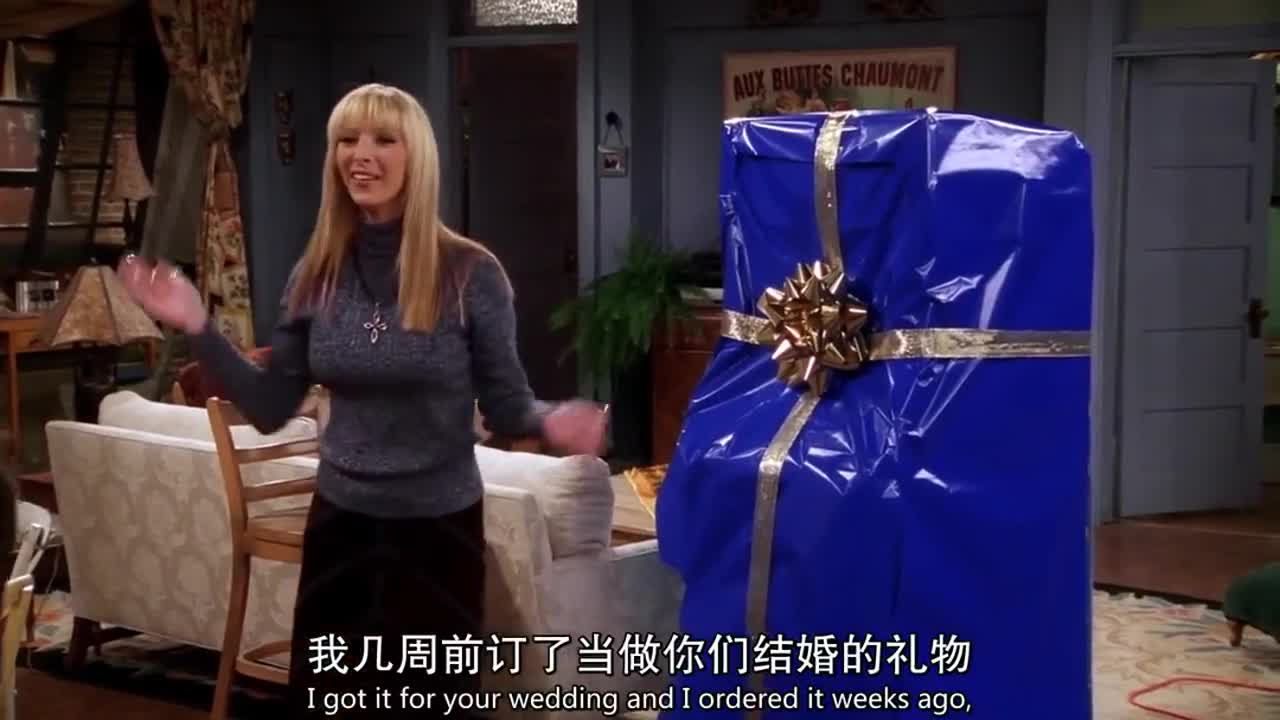 妹妹为夫妻俩准备了礼物,妻子打开后很是惊喜,原来是她最喜欢的