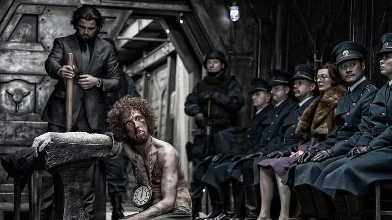 #经典看电影#冰川时代来临,人类只能活在一辆列车里,出去就会变成冰棍!