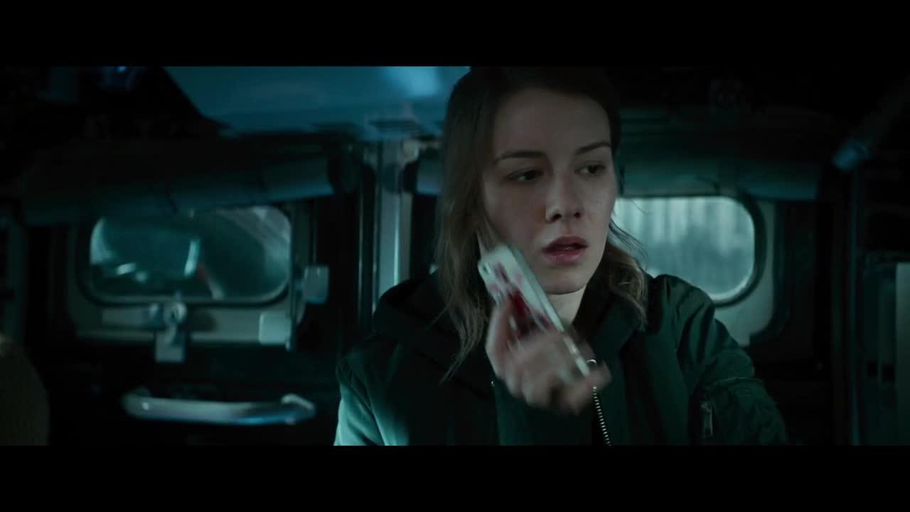 尤利娅在巡逻这时约翰给他电话,想见她
