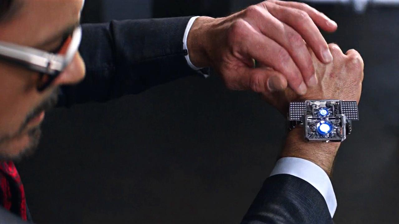 #电影最前线#看似普通的手表,只要轻轻按一下,手掌就能变成一套战甲!