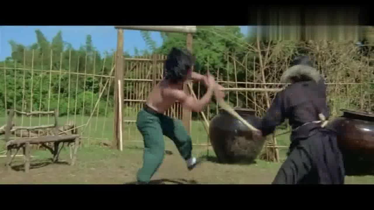 #电影最前线#成龙醉拳经典片段:老乞丐亲手教他学醉拳,比各种打斗都精彩好看
