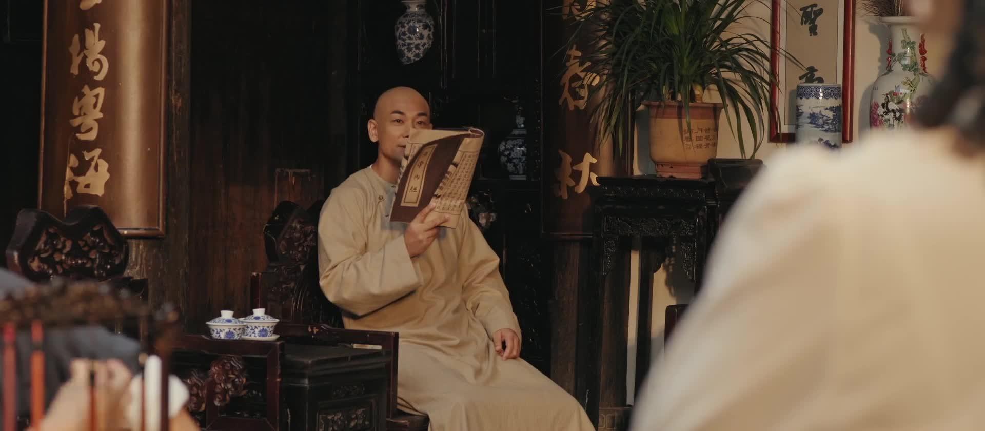 黄飞鸿要教十三姨学习武功,十三姨说他学过击剑