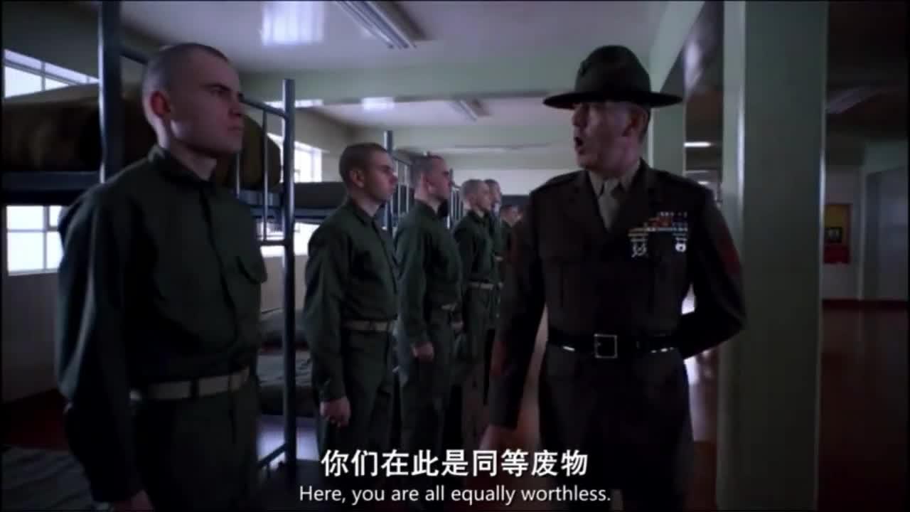 美国教官训话新兵蛋子,新兵被骂得怀疑人生