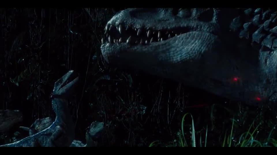 #电影迷的修养#男子放迅猛龙捕食混血霸王龙,没想到两个龙种见面却聊起天来