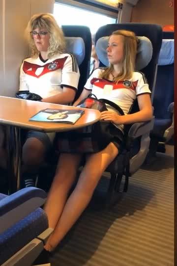 #搞笑趣事#在哪都能看见世界杯球迷!