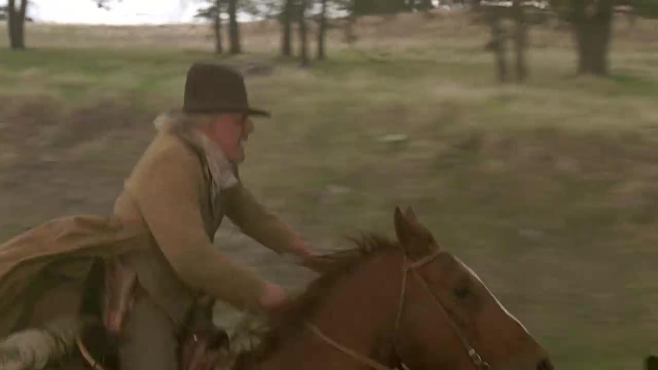 两人骑马追赶火车,还要做出惊险的动作,他们原来是为了爱情