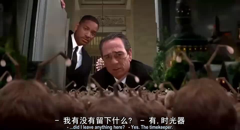 #经典看电影#外星人抢走黑衣特工手表,不料特工也束手无策,太无奈