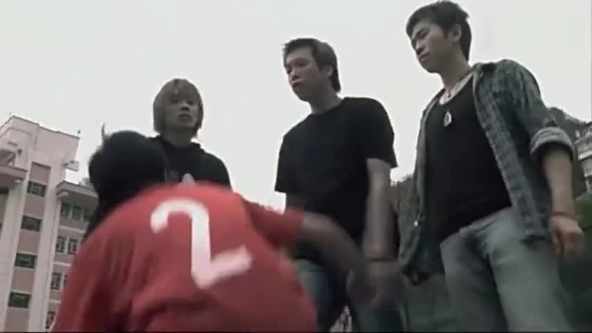 小混混学古惑仔留长发装陈浩南,却遇到山鸡哥,这就尴尬了!