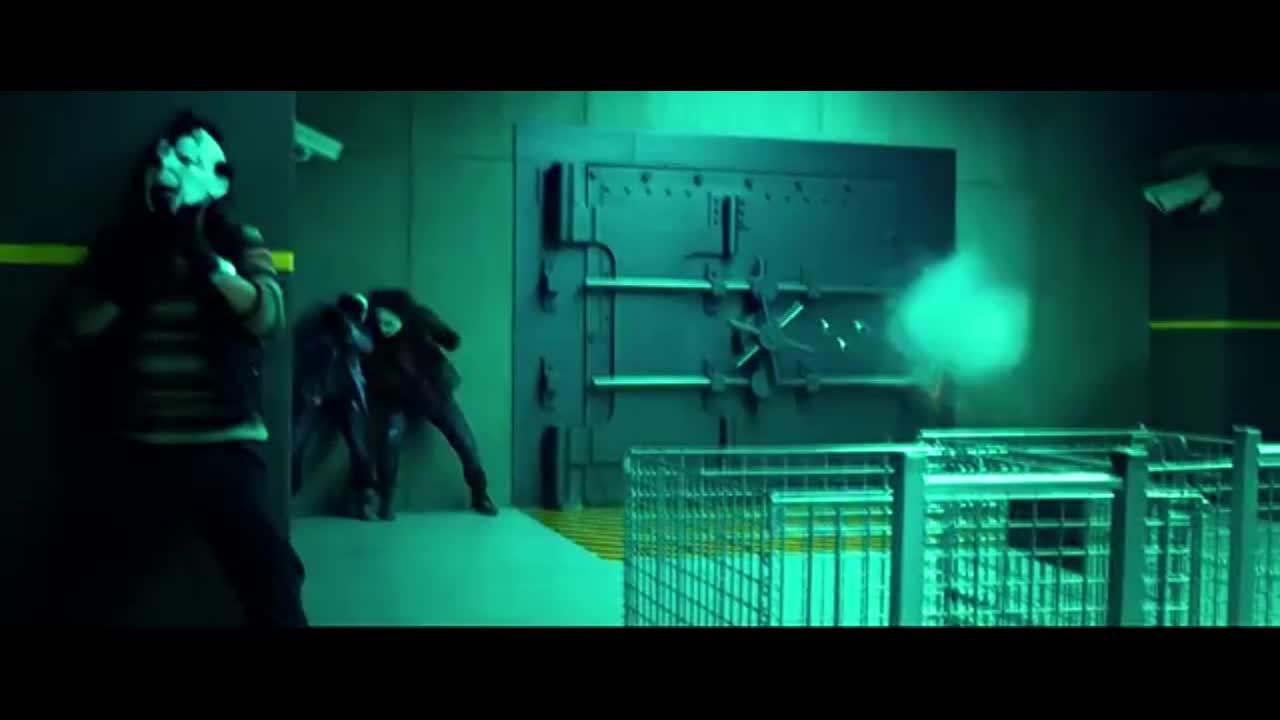 劫匪炸开保险库大门,用滑梯运输赃款,整个过程太流利了