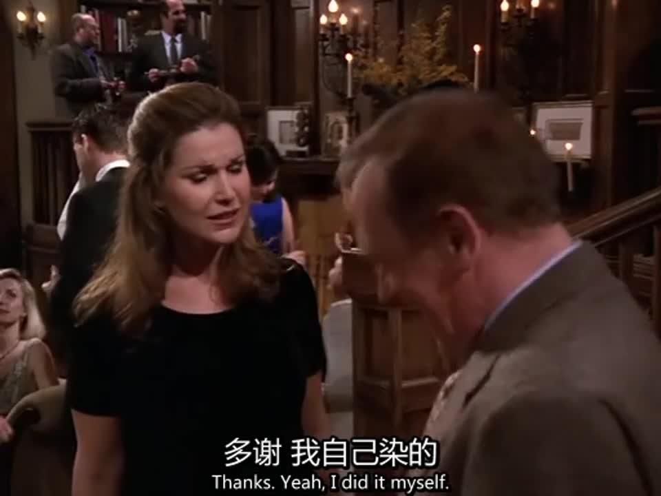 黑衣女子在参加派对,却不小心撞到西装男人,原来是认识的