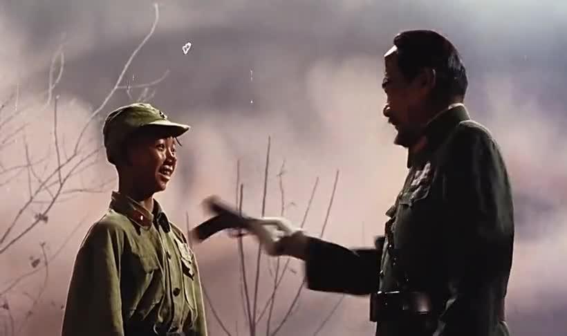 三毛这枪法也太好了,一个子弹要了四个敌军的命!