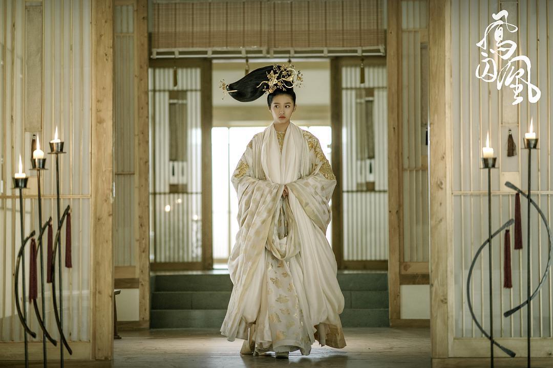 #惊悚看电影#关晓彤这是要接过烂片女王的头把交椅……和缝纫机吗?