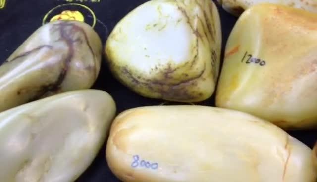 #新疆和田玉籽料#开眼了!带你见识见识上海最大的和田玉籽料原石交易市场!