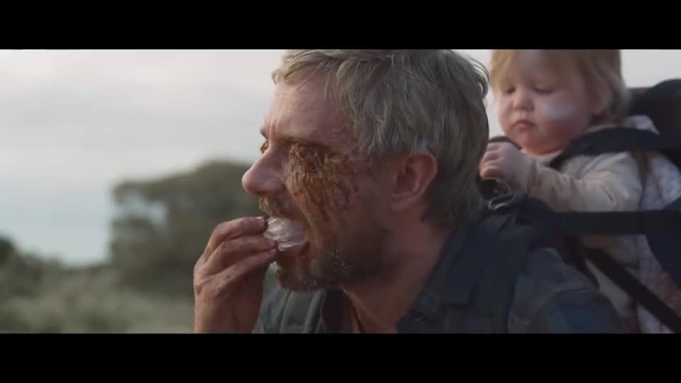 #经典看电影#父亲即将变成丧尸,还往自己嘴里塞牙套,好让自己不攻击孩子