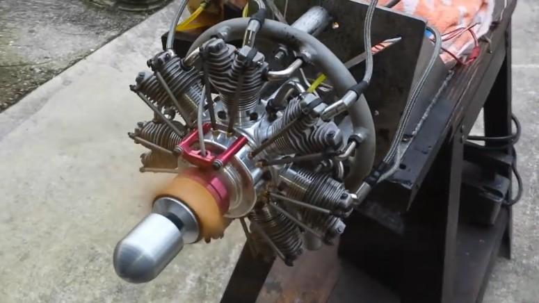 小飞机使用的7缸星型小发动机,容易启动,动力非常强劲