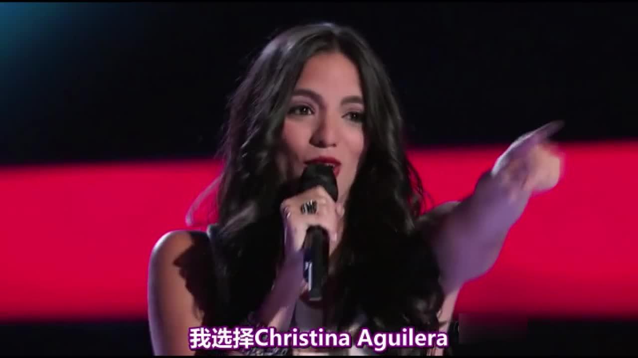 强力选手最终选择了克里斯蒂娜,她高兴地在其他导师面前跳起了舞