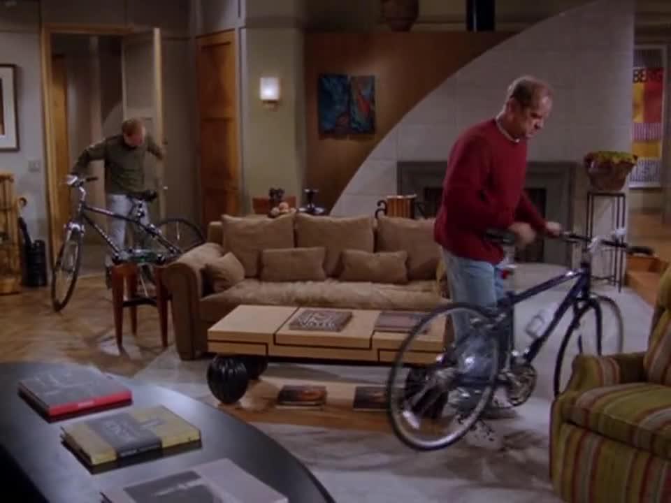 为参加比赛,兄弟俩购买了自行车,却在学习时出了意外