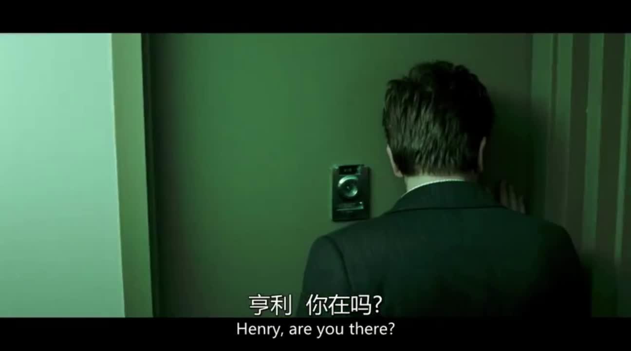 一群人强行进入别人房间,结果发现这么吓人的一幕