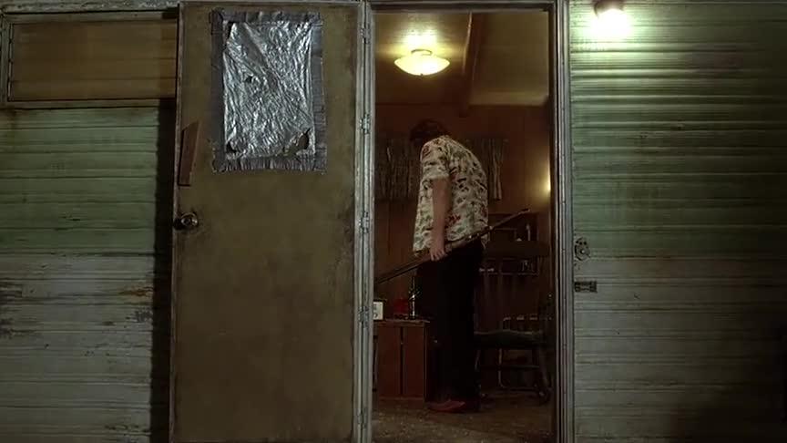 没想到巴德早有预备,黑响尾蛇刚打开房门就被他用枪打