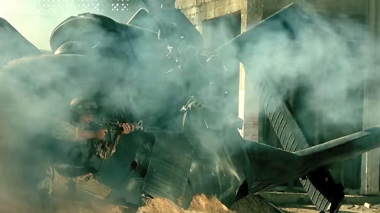 坠机后唯一存活的士兵,面对四面八方涌来的敌人顽强反击