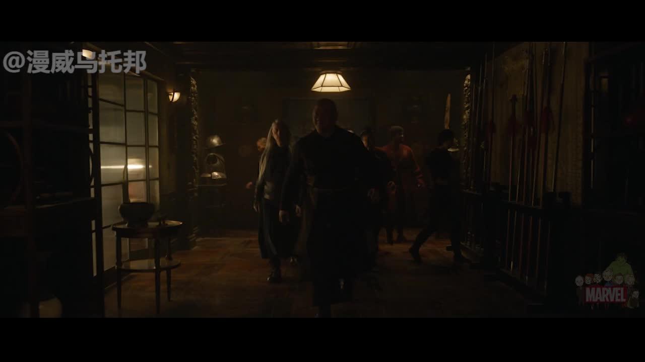 #电影最前线#奇异博士只会法术吗?电影中这把斧子,原来也是他的武器之一