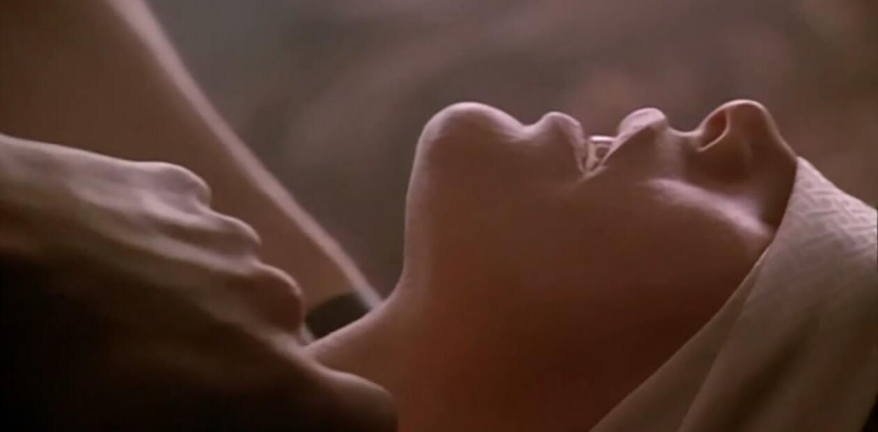 #经典看电影#一部大饱眼福的爱情片,满足男人所有幻想,美得窒息