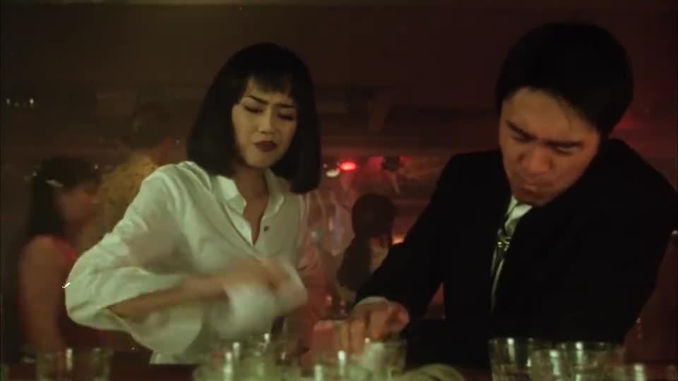 #经典看电影#星爷喝酒技巧太逗了,这样喝酒可以一直喝,太机智了