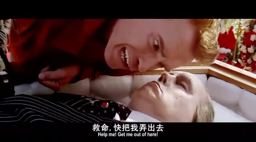 施瓦辛格参加葬礼,发现尸体没死,背起尸体就跑!