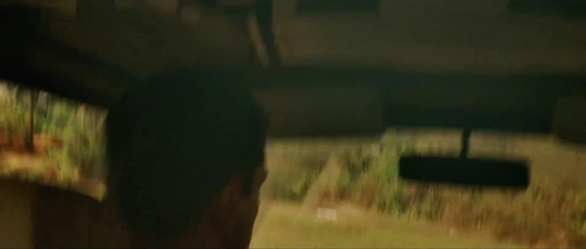 《谍影重重2》这妹子的车技也太彪悍了吧!