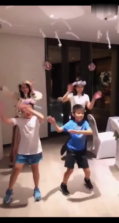 #刘涛#刘涛晒与秦海璐以及儿女跳舞