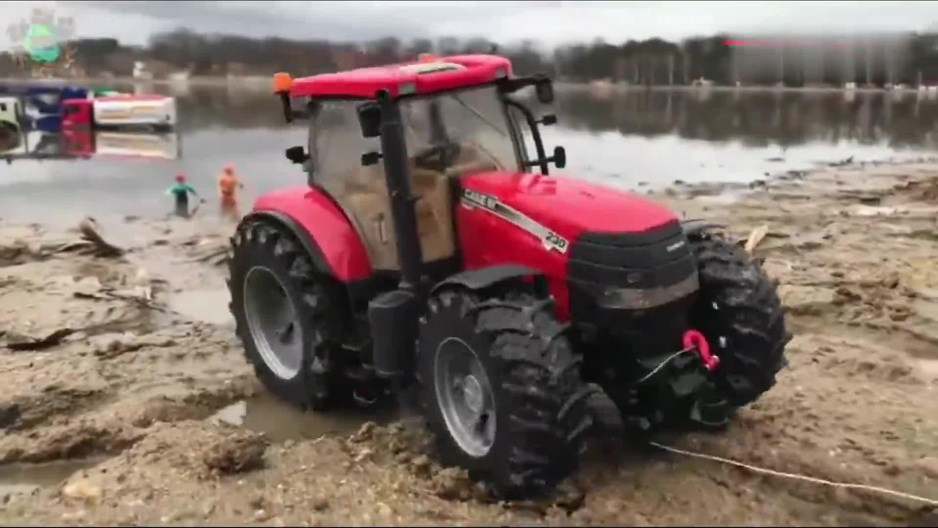 #益智玩具#亲子益智小玩具 拖拉机将陷入沼泽地里的同伴拖回岸上