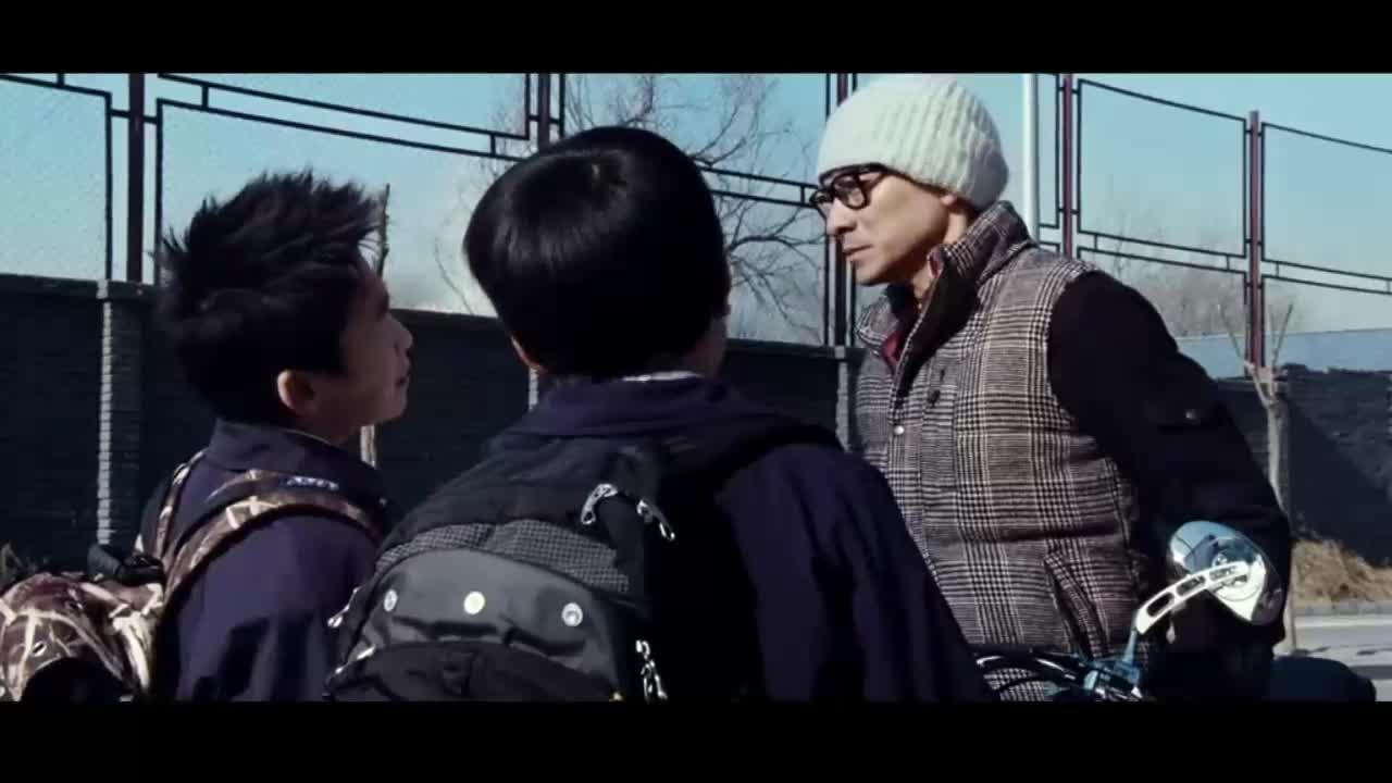 #经典看电影#俩小孩拍下刘德华救人一幕,非要拜他为师当小超人!