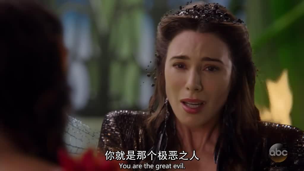 在密室里,莉莉发现黑仙子找到的那个咒语其实是个诅咒