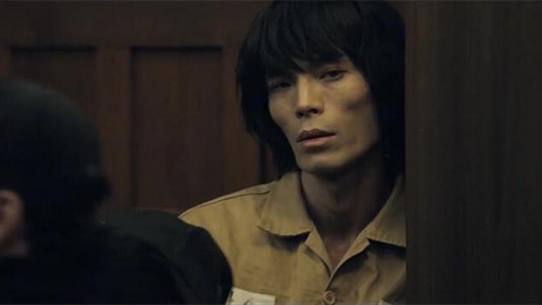 #经典看电影#小伙被判入狱15年,没想到15年后出狱,有个小女孩等着他!