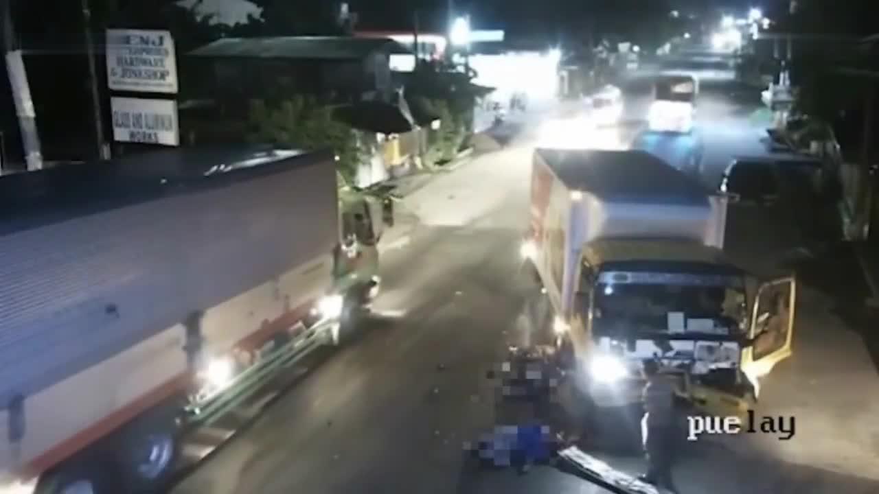 惨烈的车祸, 摩托车司机直接对大货车车头上, 监控拍下全过程