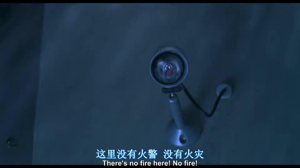 #经典看电影#这钢化玻璃厉害了,全力的一锤,才碎出一个小口