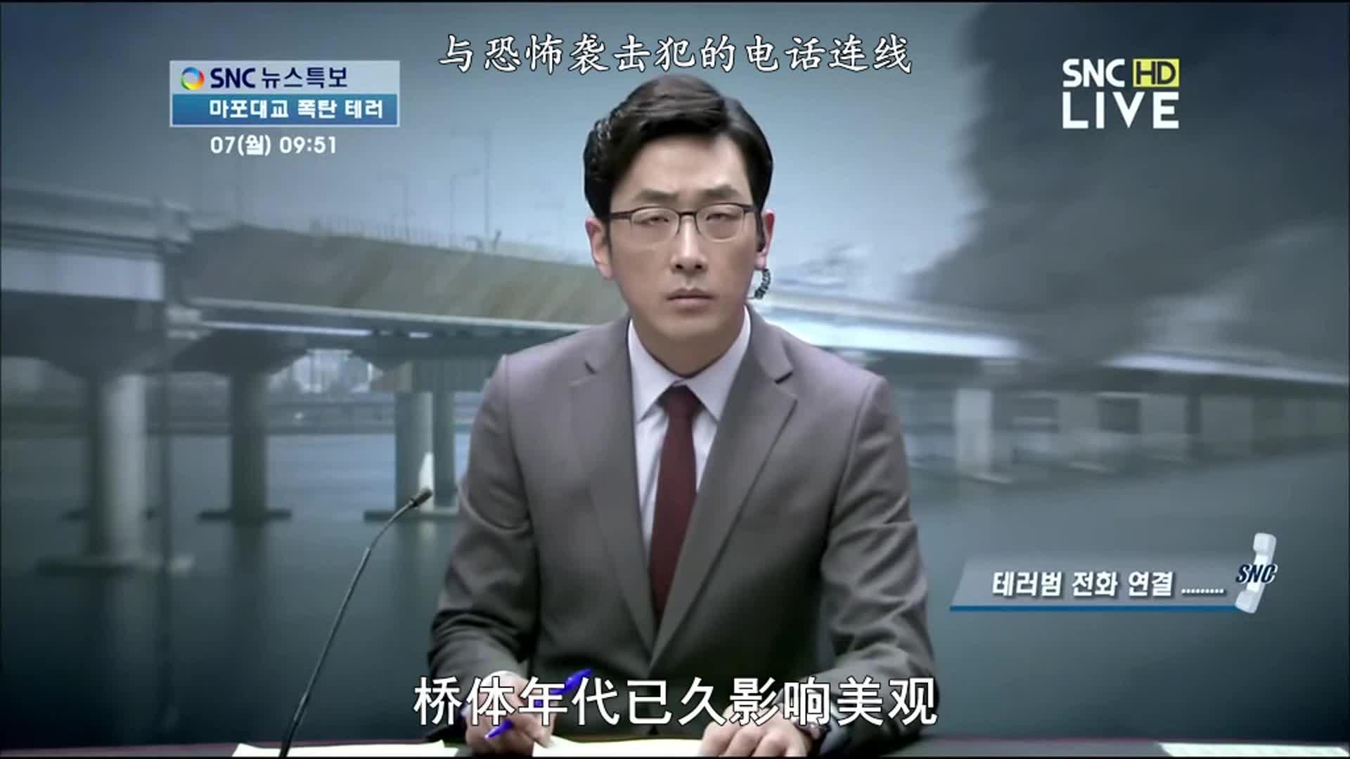 #电影最前线#恐怖分子炸完桥后,打电话电视台想讲述他的事迹
