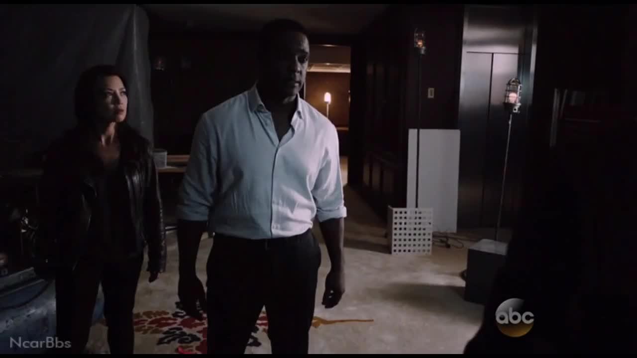 加纳试图告诉菲尔,他所做的一切,跟菲尔目标一致
