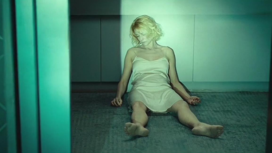 #经典看电影#保安听到有动静,上楼发现女尸自己移动了位置!电影《女尸谜案》