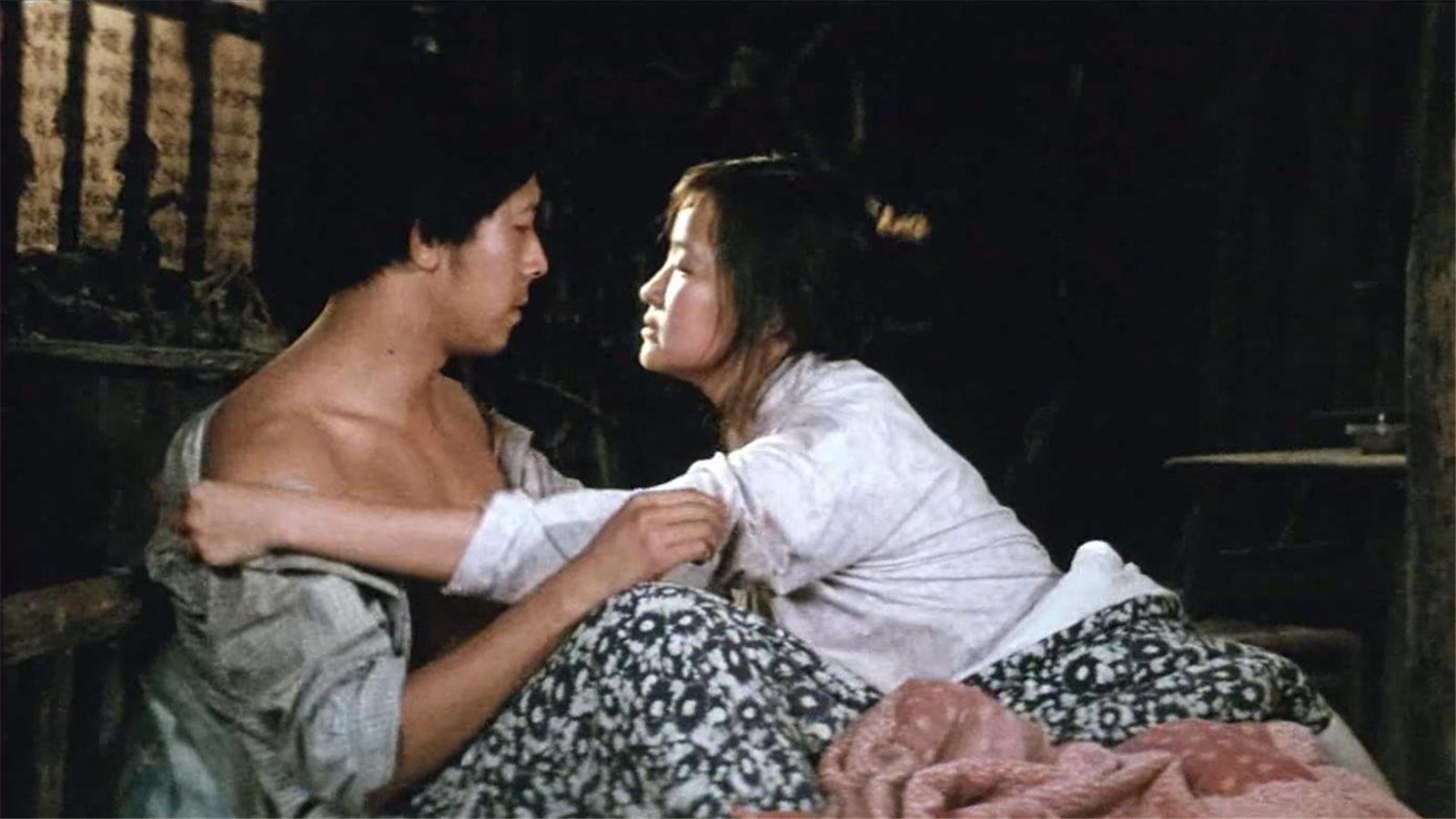 #经典看电影#从《芙蓉镇》看1966-79年的中国,小夫妻受尽迫害,终平反