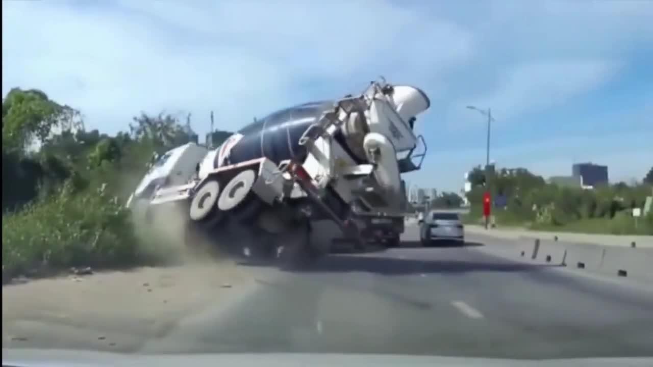 泥罐车刹车失灵就怕碰上这样的司机