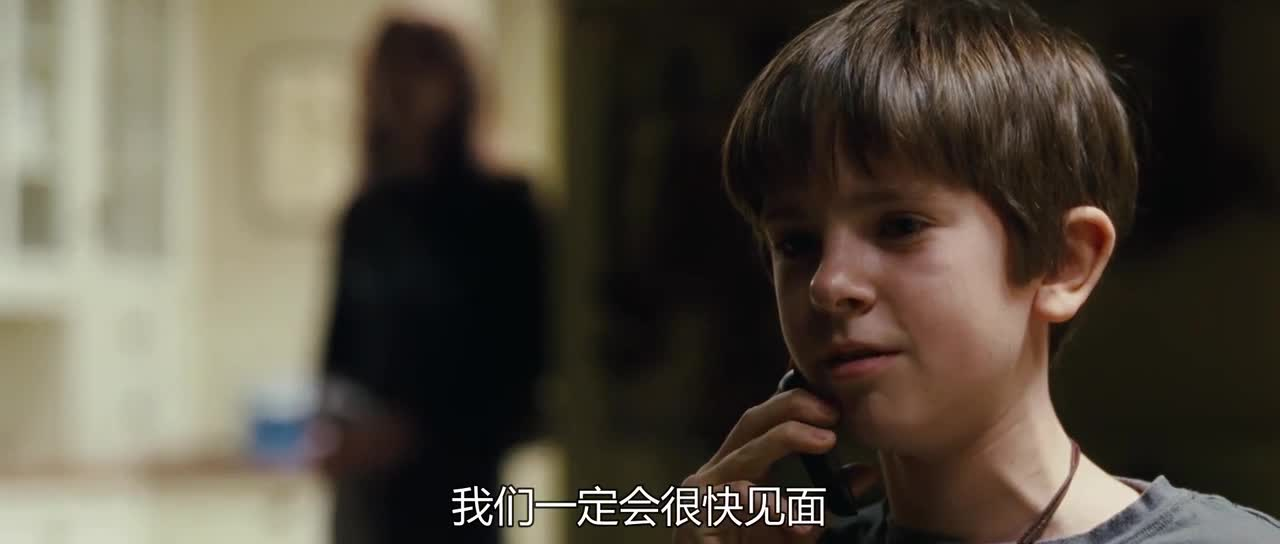 小伙子听到墙里有东西,结果直接被妈妈骂了,太惨了
